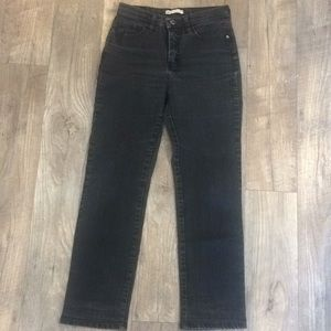 Cute charcoal-colored Lee jeans 👖
